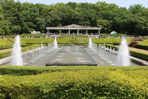 神代植物公園・バラ園内の噴水です