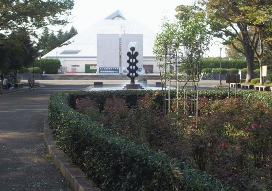 砧公園から大蔵総合運動場を望む