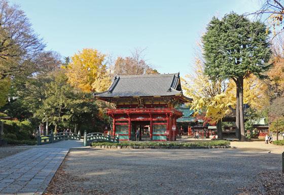 根津神社の楼門が見える