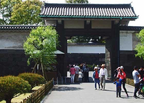 皇居の大手門から入る